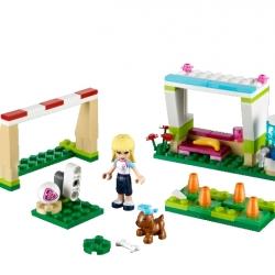 Lego Friends 41011 Stephanie trénuje fotbal sestaveno
