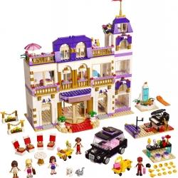 LEGO Friends 41101 Hotel Grand v městečku Heartlake sestaveno