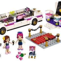 LEGO Friends 41107 Limuzína pro popové hvězdy sestaveno